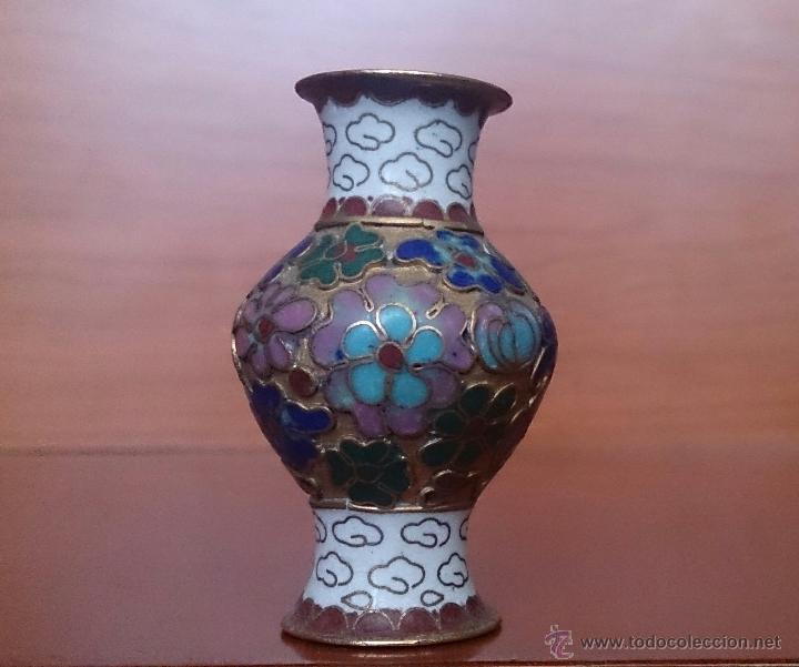 Antigüedades: Jarroncito antiguo Chino en bronce y esmaltes cloisonné con motivos florales . - Foto 12 - 49374487