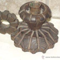 Antigüedades: PORTAVELAS,CANDELARIA O PALMATORIA DE MADERA TALLADA RUSTICO . CANDELABRO. Lote 49376713