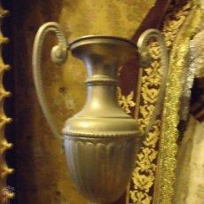 Antigüedades: GRAN JARRA METAL PLATEADA CRATERA SEMANA SANTA PERNO PARA PASO DE SEMANA SANTA CULTOS ALTAR VIRGEN. Lote 49384503