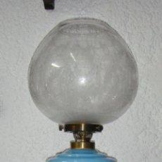 Antigüedades: PRECIOSO QUINQUÉ O LAMPARA. OPALINA TURQUESA. S.XIX. CON 2 CUERPOS. GLOBO TALLADO. (80 CM). Lote 49401684