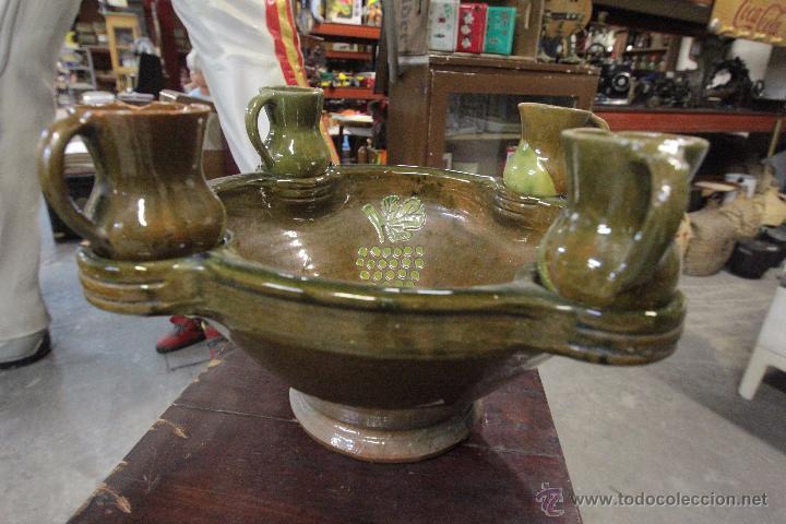 GRAN PLATO O CUENCO, CON 2 JARRITAS. EN BARRO VIDRIADO, MESÓN DE DON QUIJOTE -REF3500- (Antigüedades - Porcelanas y Cerámicas - Otras)