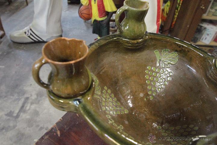 Antigüedades: Gran plato o cuenco, con 2 jarritas. En barro vidriado, Mesón de Don Quijote -ref3500- - Foto 3 - 49420714