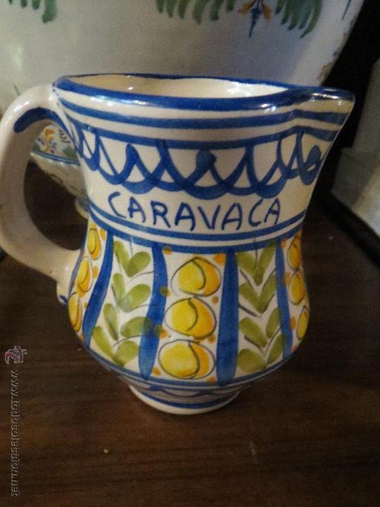 JARRA CERAMICA LARIO CON FIRMA,CARAVACA.PINTADA A MANO. (Antigüedades - Porcelanas y Cerámicas - Lario)