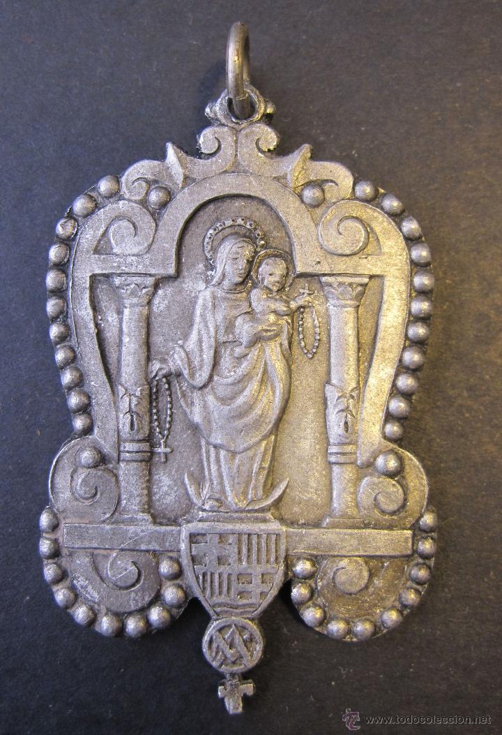 ANTIGUA MEDALLA VERGE DEL ROSER. ROSARIO. ESCUDO BARCELONA. 5 X 3 CM (Antigüedades - Religiosas - Medallas Antiguas)