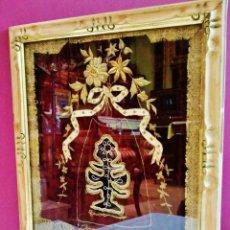 Antigüedades: EXCELENTE TRABAJO DE BORDADO ANTIGUO EN HILO DE ORO SOBRE TERCIOPELO CON MARCO DORADO. . Lote 49438328