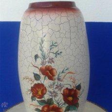 Antigüedades: ANTIGUO JARRON DE PORCELANA CON MOTIVO FLORAL DE 33,5 CMS. DE LARGO X 9 CMS. DE DIAMETRO PINTADO. Lote 49449784