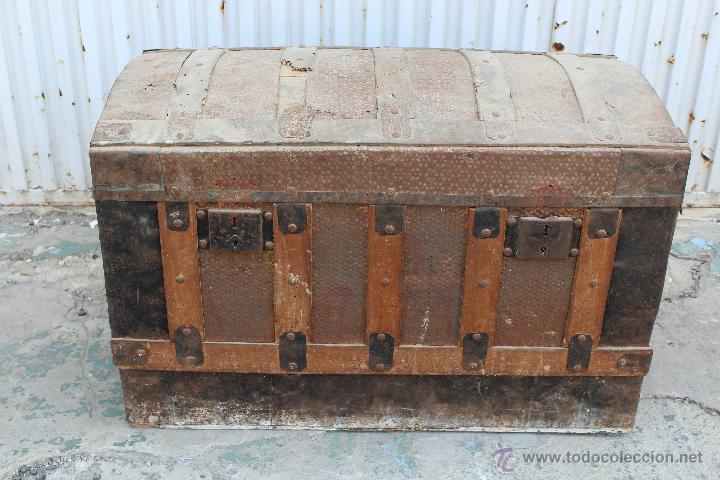 Baul antiguo en madera y chapa comprar ba les antiguos - Baules antiguos de madera ...
