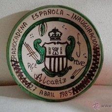 Antigüedades: PLATO EN CERÁMICA DE TERUEL PUNTER - INAUGURACIÓN RCE RTVE - ALCAÑIZ. Lote 49481101