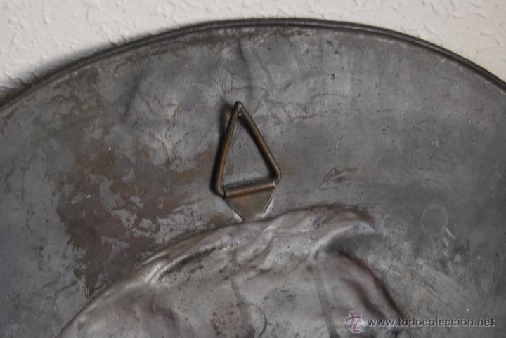 Antigüedades: PLATO DECORATIVO METAL - KAYSERZINN - WAGNER - ART NOUVEAU - MODERNISMO - MEDALLA - MEDALLÓN - 47 CM - Foto 9 - 49539276