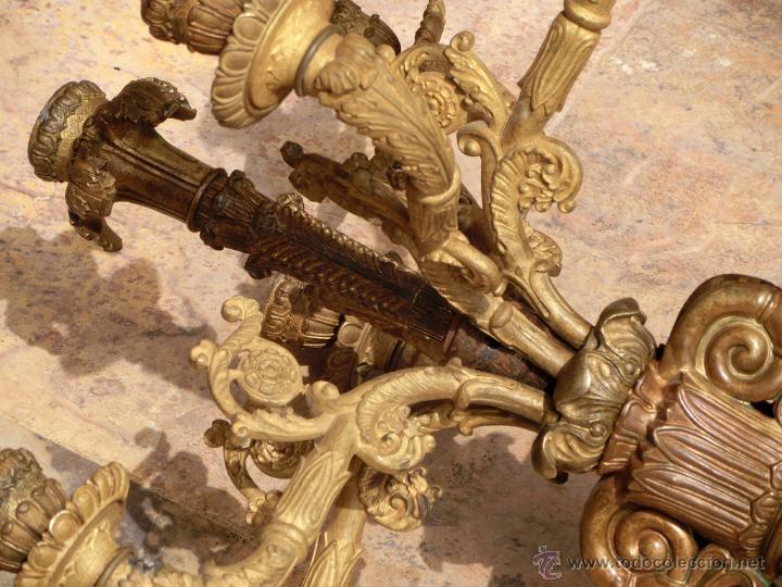 Antigüedades: ANTIGUO E IMPRESIONANTE CANDELABRO DE IGLESIA - LATÓN REPUJADO Y BRONCE - 7 BRAZOS - RELIGIOSO - Foto 5 - 49549887