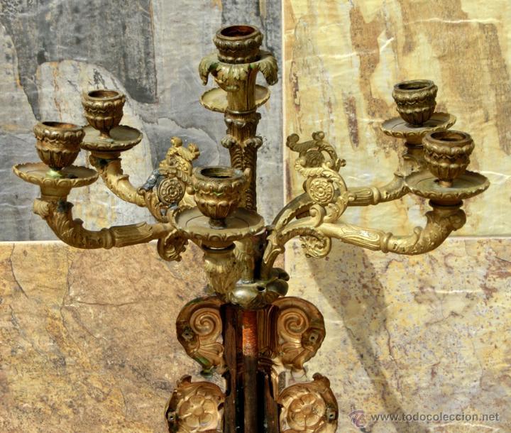 Antigüedades: ANTIGUO E IMPRESIONANTE CANDELABRO DE IGLESIA - LATÓN REPUJADO Y BRONCE - 7 BRAZOS - RELIGIOSO - Foto 9 - 49549887
