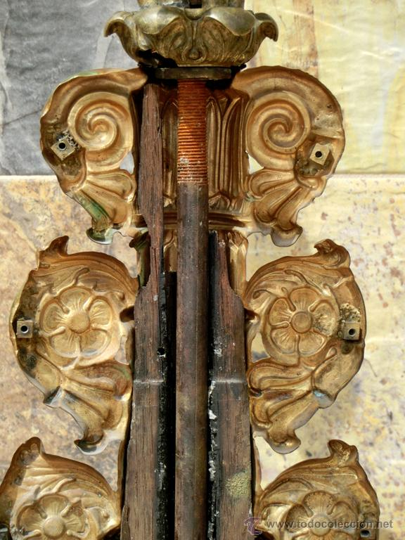 Antigüedades: ANTIGUO E IMPRESIONANTE CANDELABRO DE IGLESIA - LATÓN REPUJADO Y BRONCE - 7 BRAZOS - RELIGIOSO - Foto 10 - 49549887