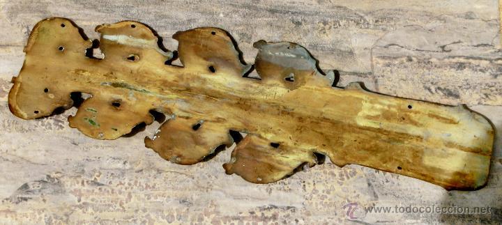 Antigüedades: ANTIGUO E IMPRESIONANTE CANDELABRO DE IGLESIA - LATÓN REPUJADO Y BRONCE - 7 BRAZOS - RELIGIOSO - Foto 12 - 49549887