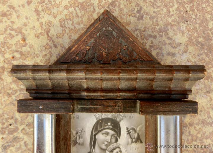 ANTIGUA Y BONITA BENDITERA DE MADERA TALLADA - VIRGEN PERPETUO SOCORRO (Antigüedades - Religiosas - Benditeras)