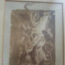 Antigüedades: ESPECTACULAR DESCENDIMIENTO DE CRISTO DE LA CRUZ FOTOGRAFIA ORIGINAL SIGLO 19 ENMARCADA Y CRISTAL . Lote 49558027