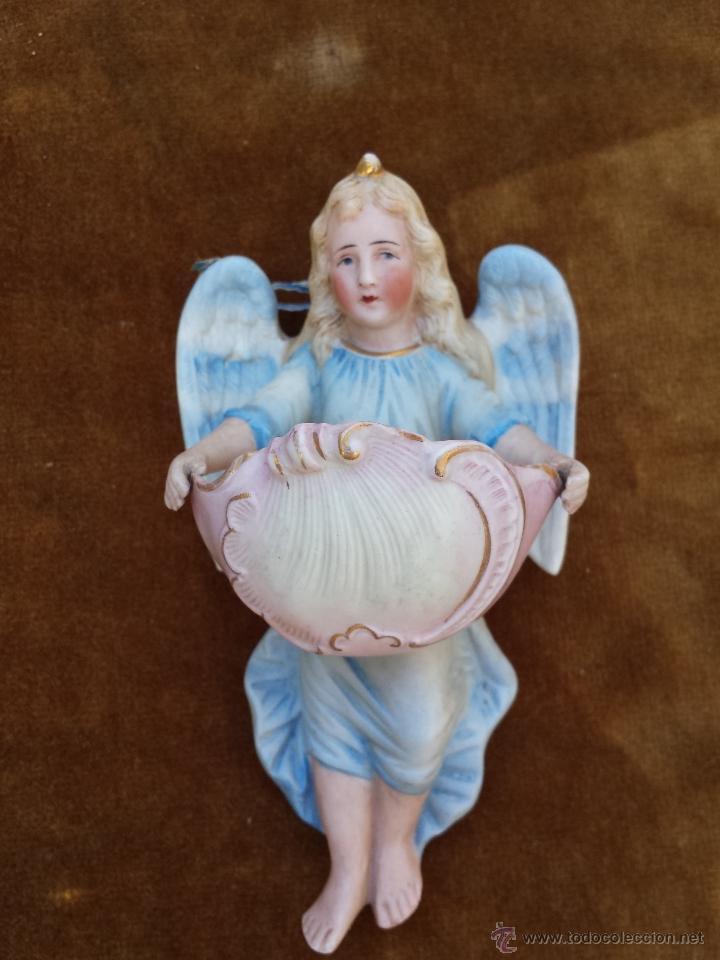 PILA BENDITERA ANTIGUA EN FORMA DE ANGEL POLICROMADO (Antigüedades - Religiosas - Benditeras)