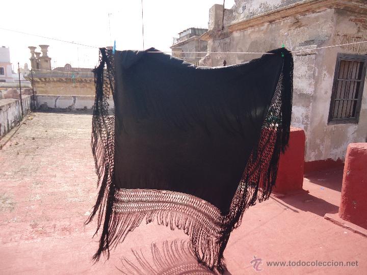Antigüedades: ANTIGUO GRAN TAMAÑO MANTON NO BORDADO NEGRO CON ESPECTACULARES FLECOS REDECILLA 130 +60+60 - Foto 8 - 49577632