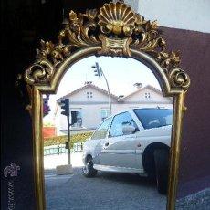 Antigüedades: ESPEJO EN MADERA DORADA S.XIX CON UN IMPORTANTE COPETE. Lote 159645650