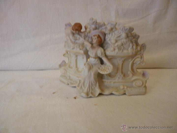 Antigüedades: JARDINERA EN PORCELANA DE BISCUIT, COLOREADA. HACIA 1910. - Foto 2 - 49592065