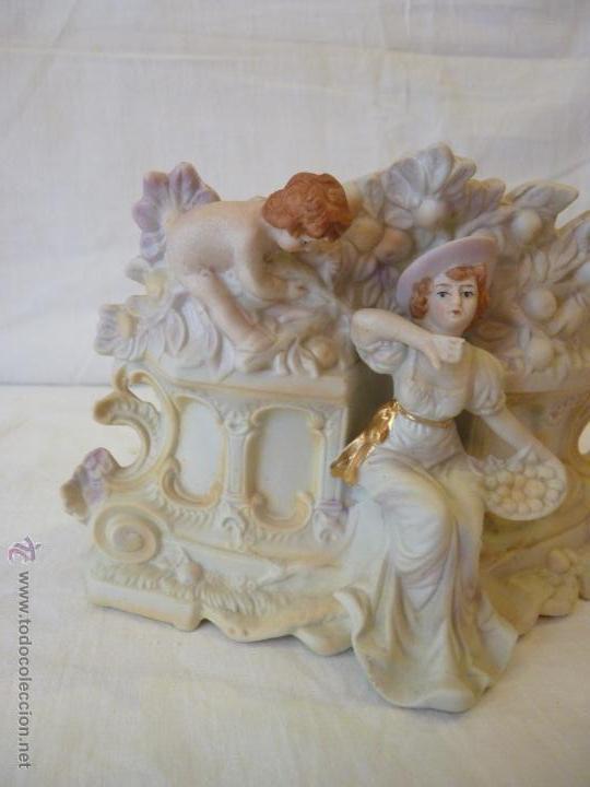 Antigüedades: JARDINERA EN PORCELANA DE BISCUIT, COLOREADA. HACIA 1910. - Foto 3 - 49592065