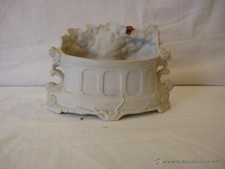 Antigüedades: JARDINERA EN PORCELANA DE BISCUIT, COLOREADA. HACIA 1910. - Foto 5 - 49592065