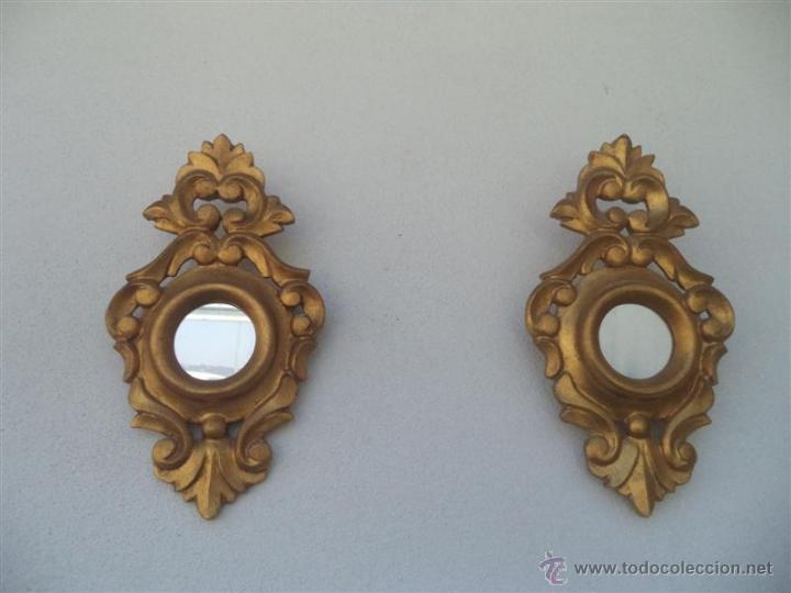 pareja de espejos pequeos dorados
