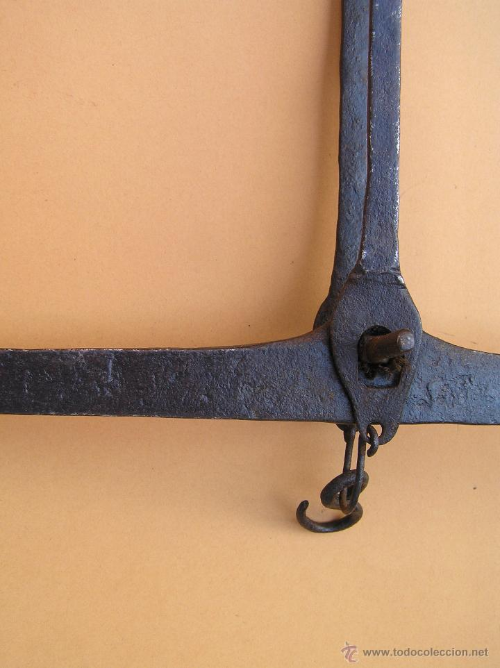 Antigüedades: BALANZA SIGLO XVIII. FORJA . TRATADA. Lista para colgar. - Foto 14 - 49604598