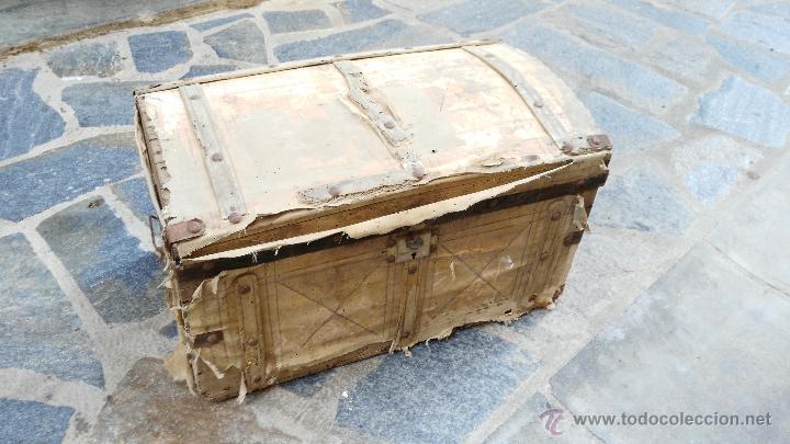 Antiguo baul de madera forrado con tela para comprar - Restaurar baules antiguos ...