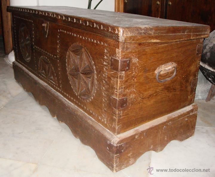 Antigüedades: Antiguo Arcón Asturiano. S.XVIII. Roble. Tallado. Conserva llave original. - Foto 2 - 49611747