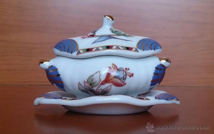 Antigüedades: Bella sopera en porcelana policromada de colección con bandeja , detalles en oro de 18 k, sellada . - Foto 3 - 49639974