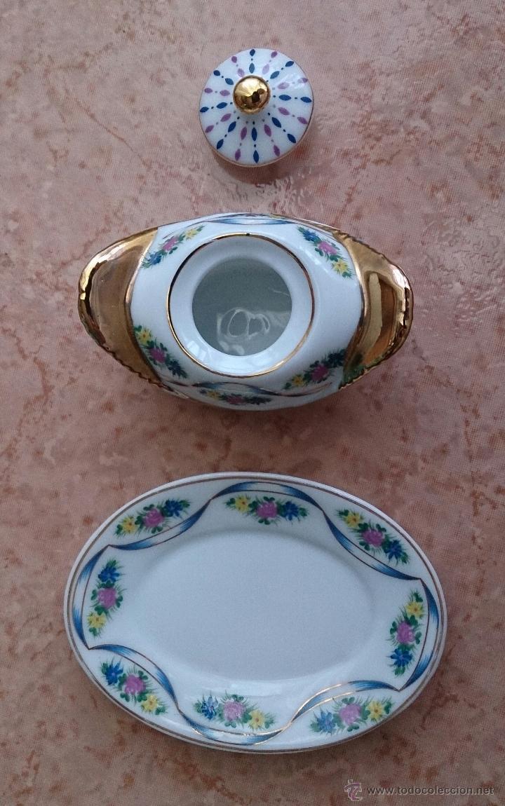 Antigüedades: Bella sopera en porcelana policromada con motivos florales y detalles en oro de ley 18 k, sellada . - Foto 6 - 49642207