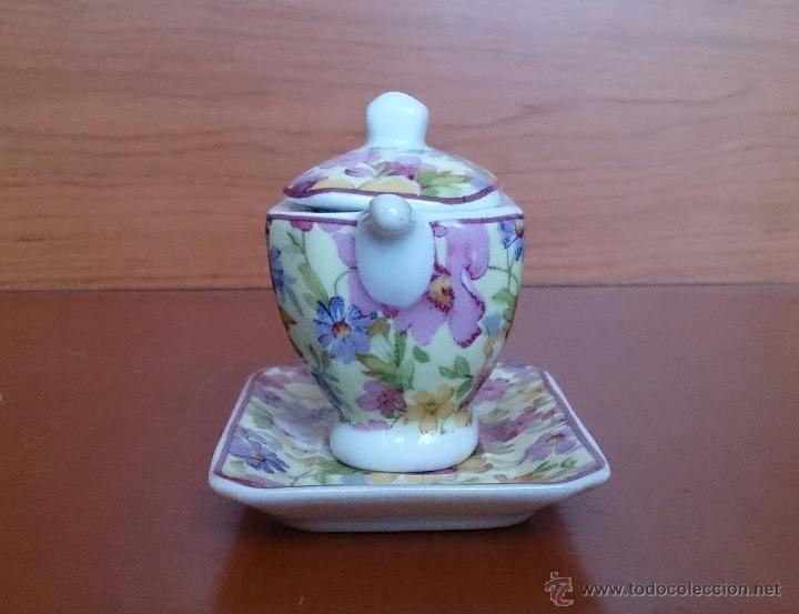 Antigüedades: Bonita sopera en porcelana policromada con motivos florales de colección con bandeja, sellada . - Foto 2 - 49642852