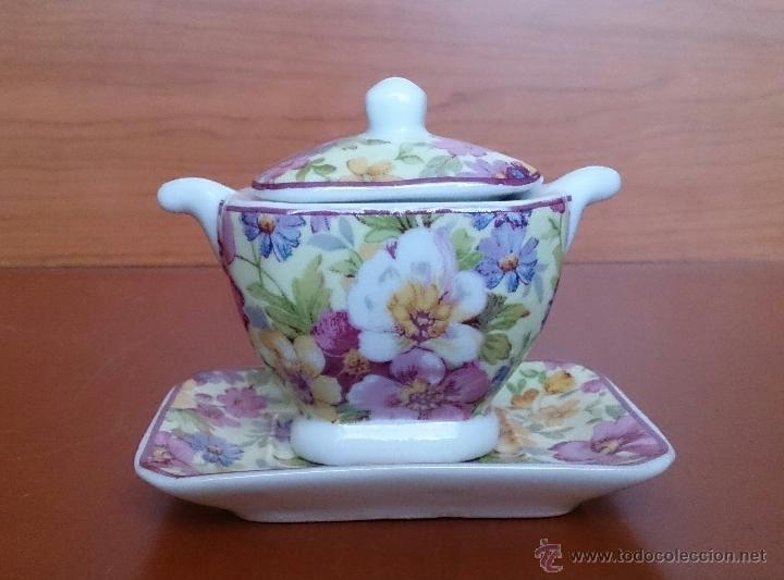 Antigüedades: Bonita sopera en porcelana policromada con motivos florales de colección con bandeja, sellada . - Foto 3 - 49642852