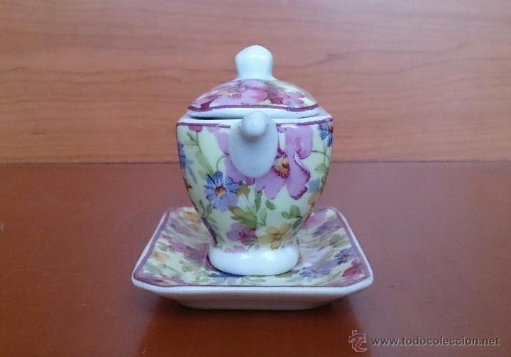Antigüedades: Bonita sopera en porcelana policromada con motivos florales de colección con bandeja, sellada . - Foto 4 - 49642852