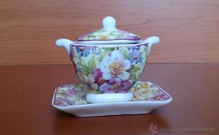 Antigüedades: Bonita sopera en porcelana policromada con motivos florales de colección con bandeja, sellada . - Foto 5 - 49642852