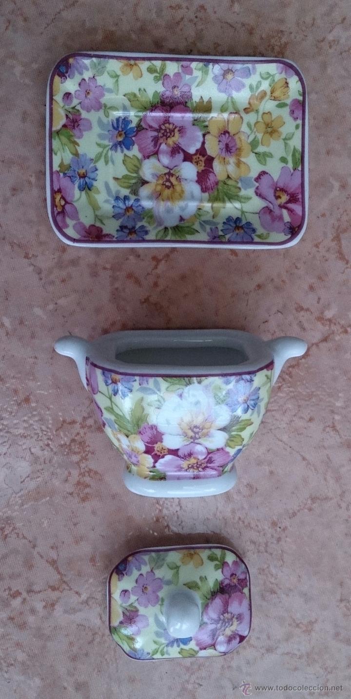 Antigüedades: Bonita sopera en porcelana policromada con motivos florales de colección con bandeja, sellada . - Foto 6 - 49642852