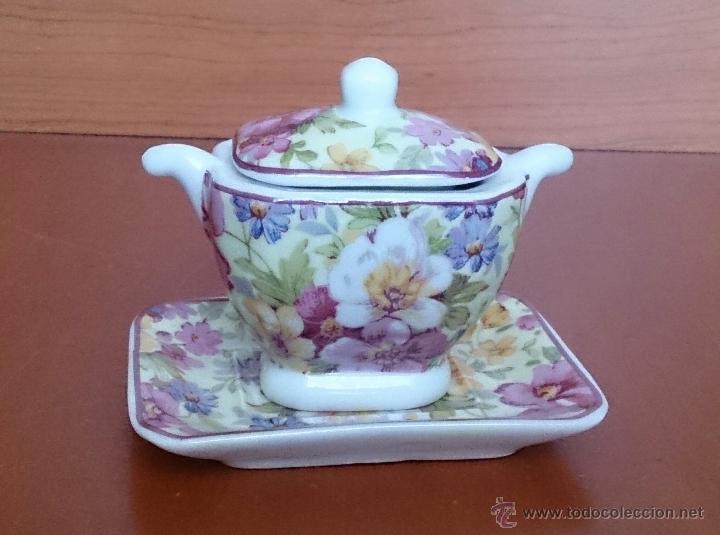 Antigüedades: Bonita sopera en porcelana policromada con motivos florales de colección con bandeja, sellada . - Foto 8 - 49642852