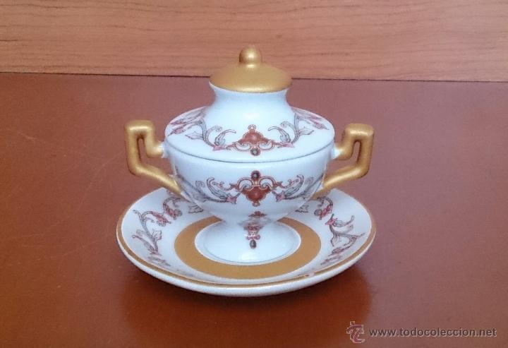 Antigüedades: Sopera en porcelana policromada con motivos modernistas y bandeja a juego, sellada en la base . - Foto 5 - 49643147