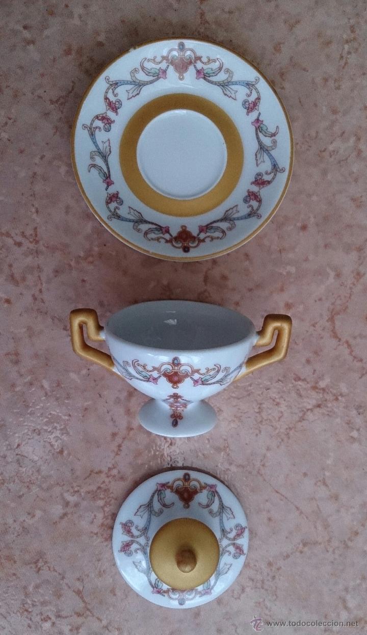 Antigüedades: Sopera en porcelana policromada con motivos modernistas y bandeja a juego, sellada en la base . - Foto 6 - 49643147