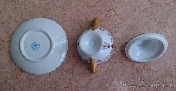 Antigüedades: Sopera en porcelana policromada con motivos modernistas y bandeja a juego, sellada en la base . - Foto 7 - 49643147