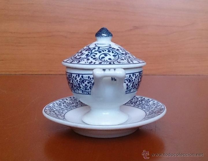 Antigüedades: Sopera en porcelana policromada al estilo Sargadelos con bandeja a juego ,en tonos azules , sellada. - Foto 2 - 59811262