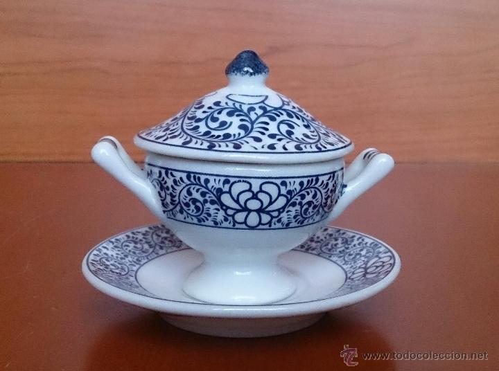 Antigüedades: Sopera en porcelana policromada al estilo Sargadelos con bandeja a juego ,en tonos azules , sellada. - Foto 3 - 59811262