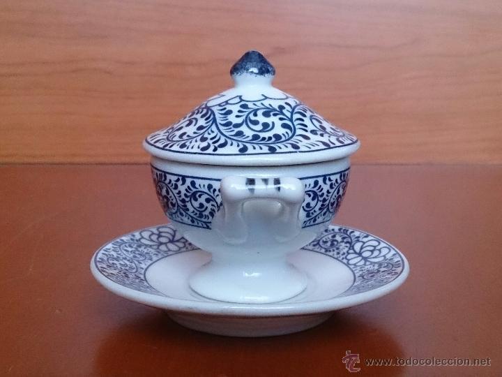 Antigüedades: Sopera en porcelana policromada al estilo Sargadelos con bandeja a juego ,en tonos azules , sellada. - Foto 4 - 59811262