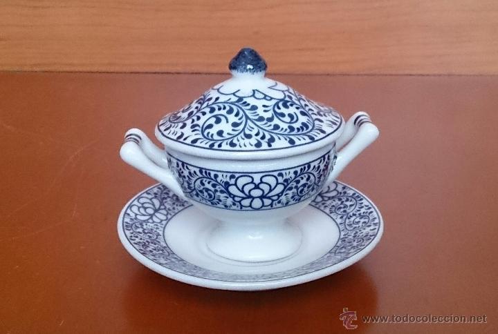 Antigüedades: Sopera en porcelana policromada al estilo Sargadelos con bandeja a juego ,en tonos azules , sellada. - Foto 5 - 59811262