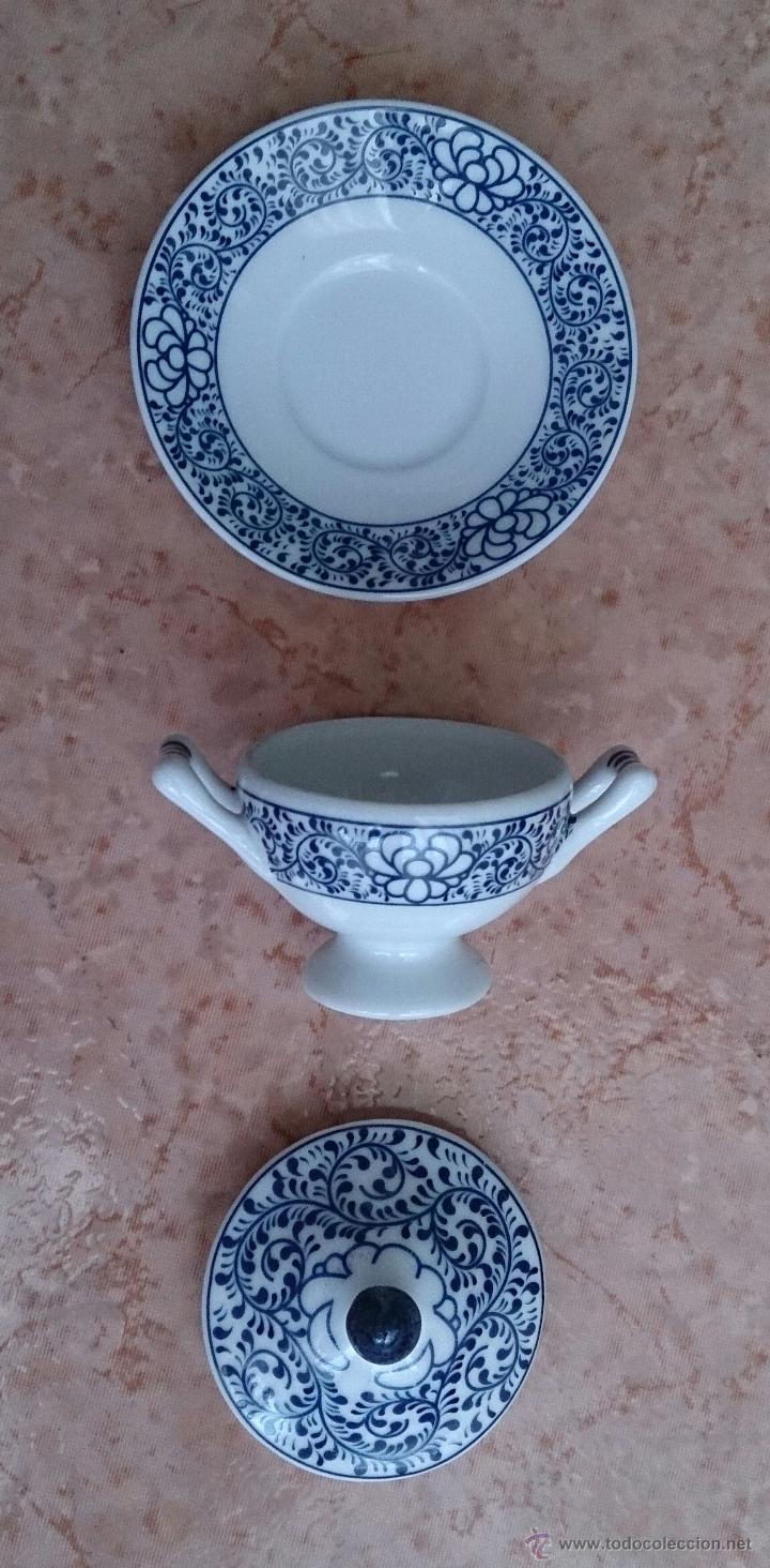 Antigüedades: Sopera en porcelana policromada al estilo Sargadelos con bandeja a juego ,en tonos azules , sellada. - Foto 6 - 59811262