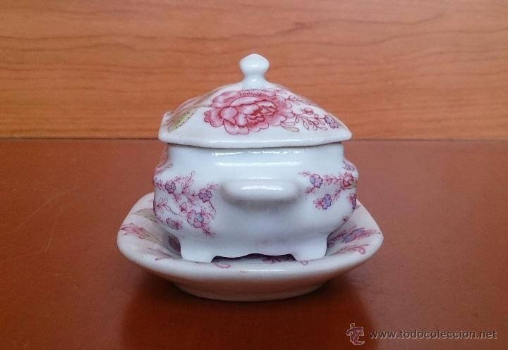 Antigüedades: Bonita sopera en porcelana policromada con motivos florales de colección con bandeja, sellada . - Foto 2 - 49643576