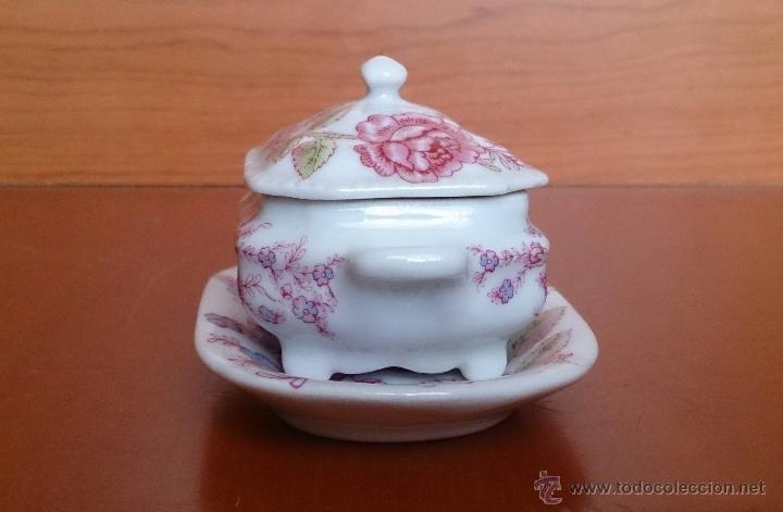 Antigüedades: Bonita sopera en porcelana policromada con motivos florales de colección con bandeja, sellada . - Foto 4 - 49643576