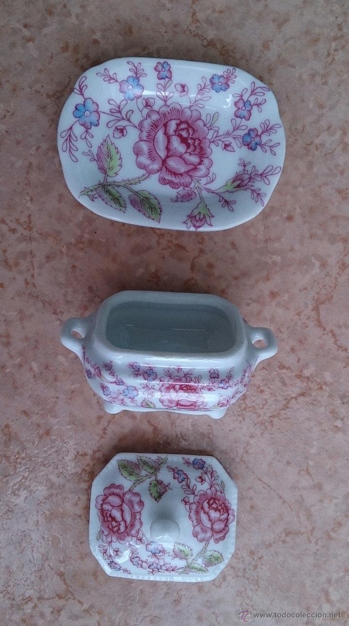 Antigüedades: Bonita sopera en porcelana policromada con motivos florales de colección con bandeja, sellada . - Foto 6 - 49643576