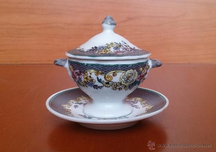 Antigüedades: Magnífica sopera en porcelana policromada con motivos florales de colección con bandeja , sellada - Foto 3 - 49643628