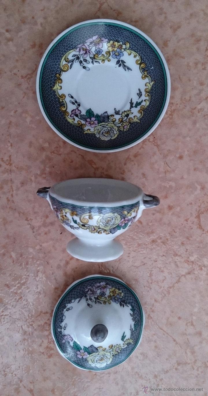 Antigüedades: Magnífica sopera en porcelana policromada con motivos florales de colección con bandeja , sellada - Foto 6 - 49643628